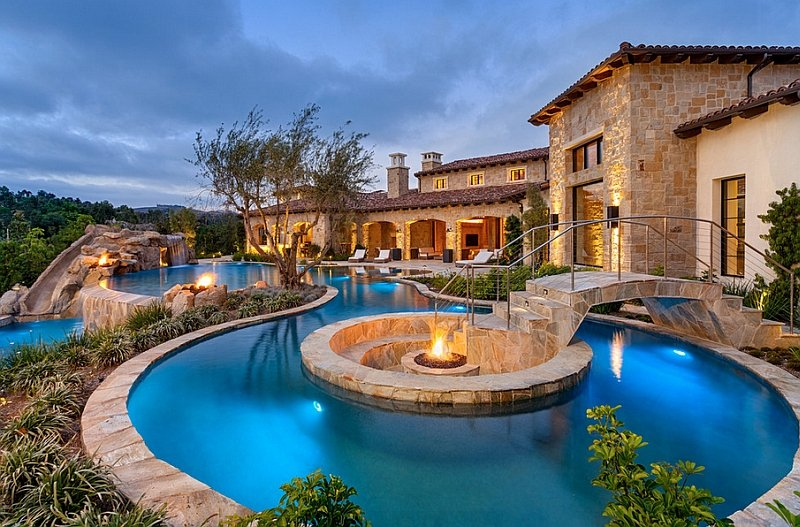Fire Pits are a popular Water Feature in 2016