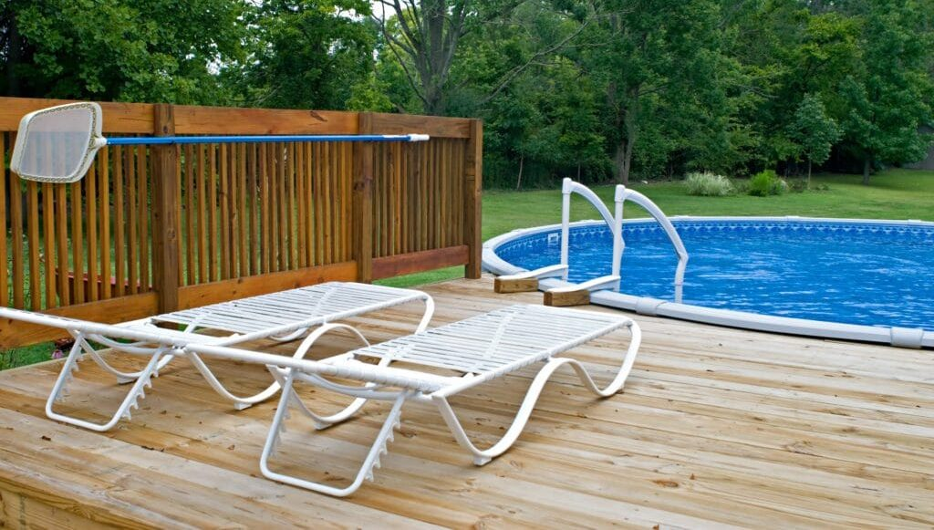 How much does an above ground pool with a deck cost in 2021?